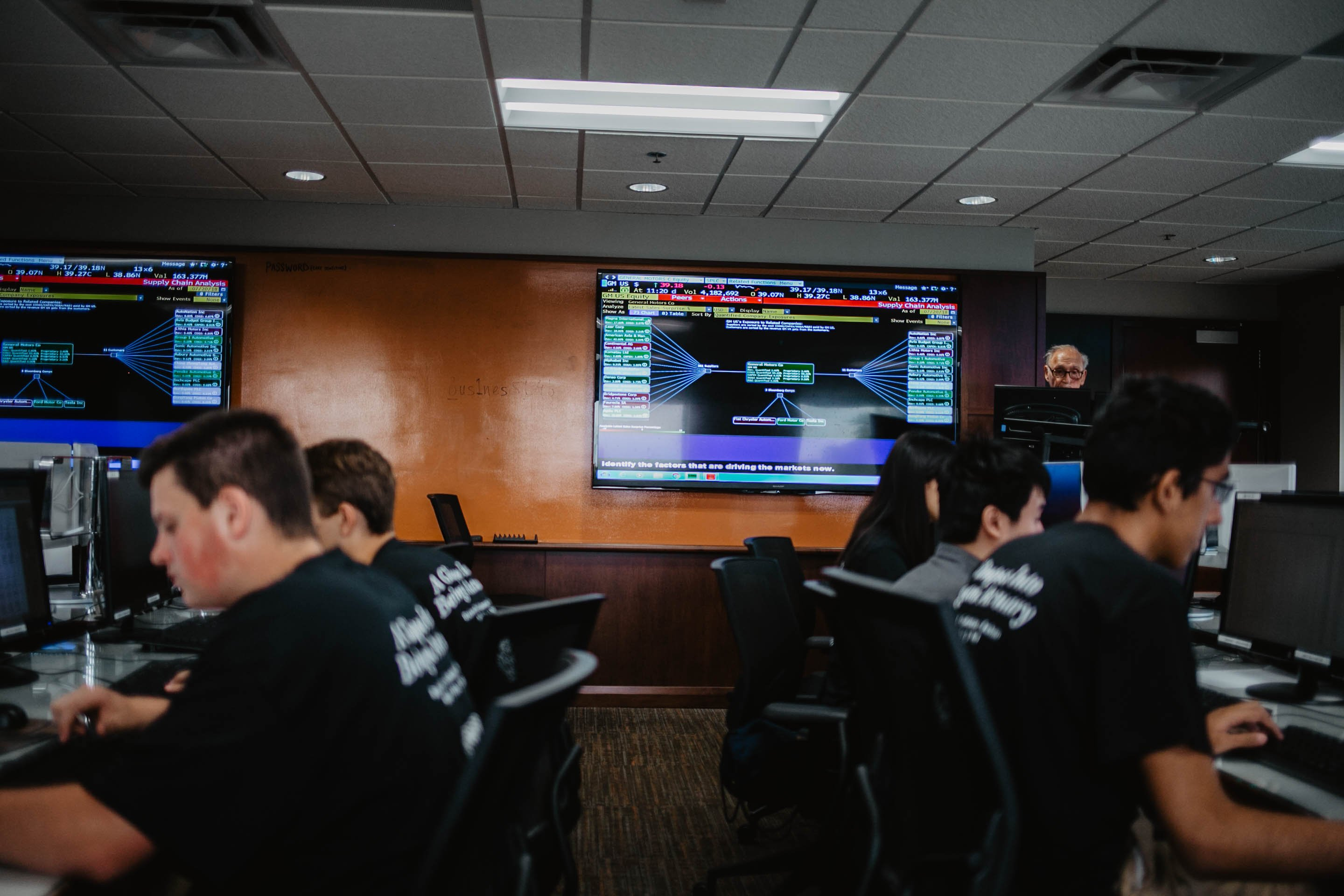 Students at computers in Trading Floor lab.