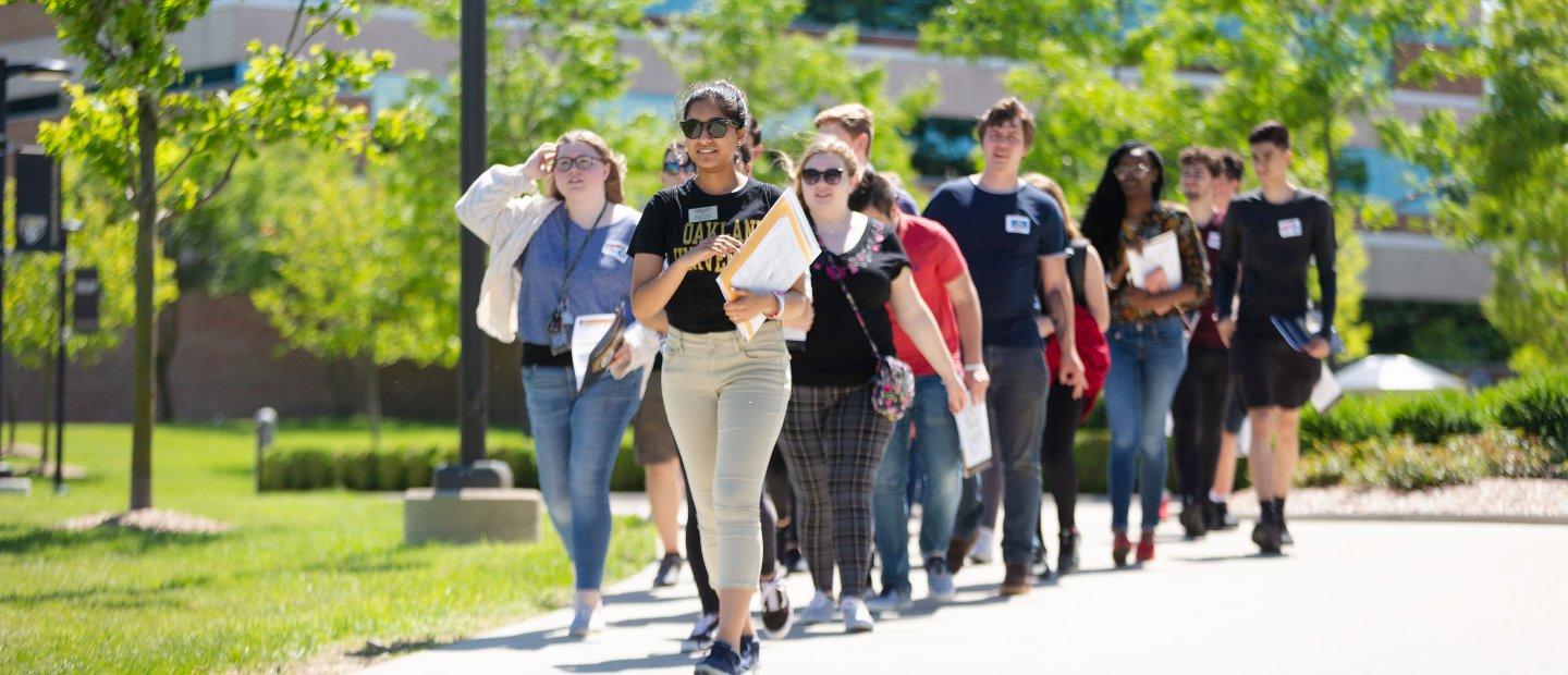 Image of students walking on campus at New Student Orientation.