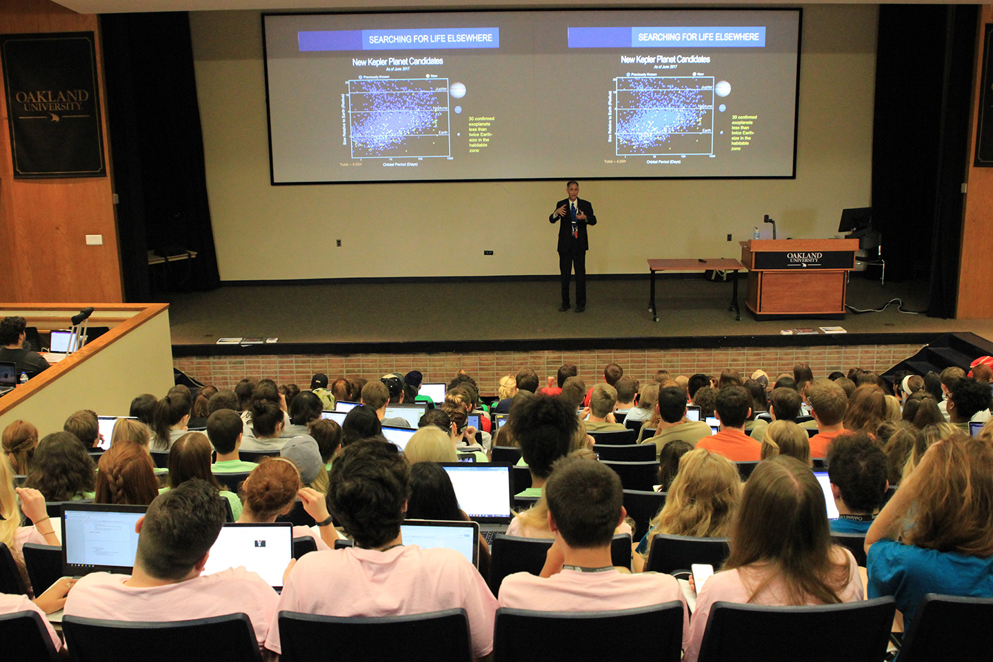 Longtime NASA engineer talks space exploration with Honors College freshmen