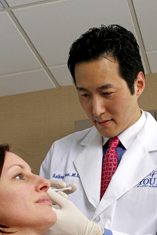 Anthony Youn working with a patient.