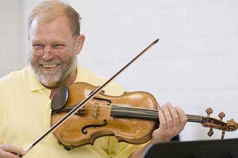 Yuri Gandelsman playing the viola