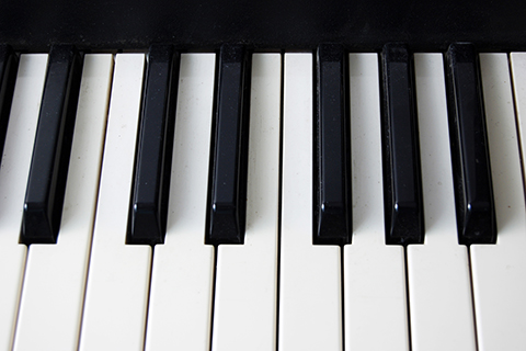 alternating black and white rectangular piano keys